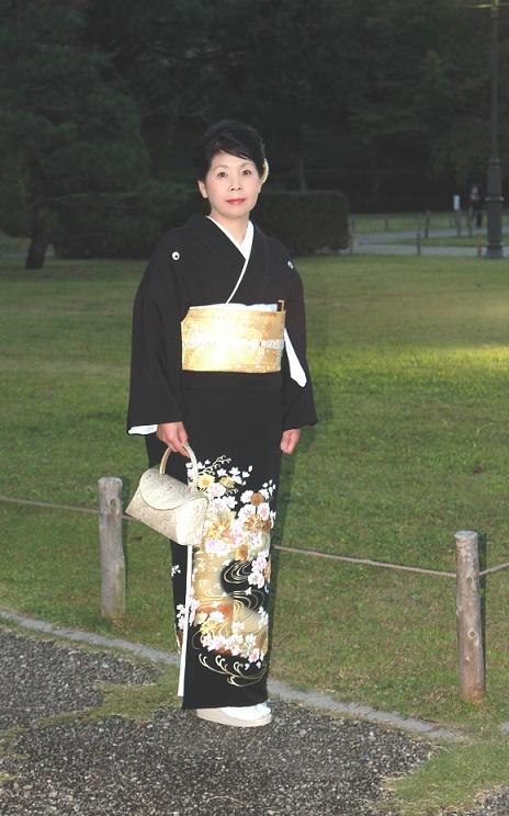 駿府公園で黒留袖